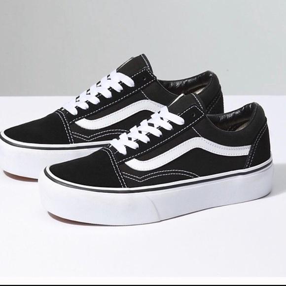 2195f3d84eae Old School Vans platform sneaker. M 5a906241caab44b1fd3bbf9a